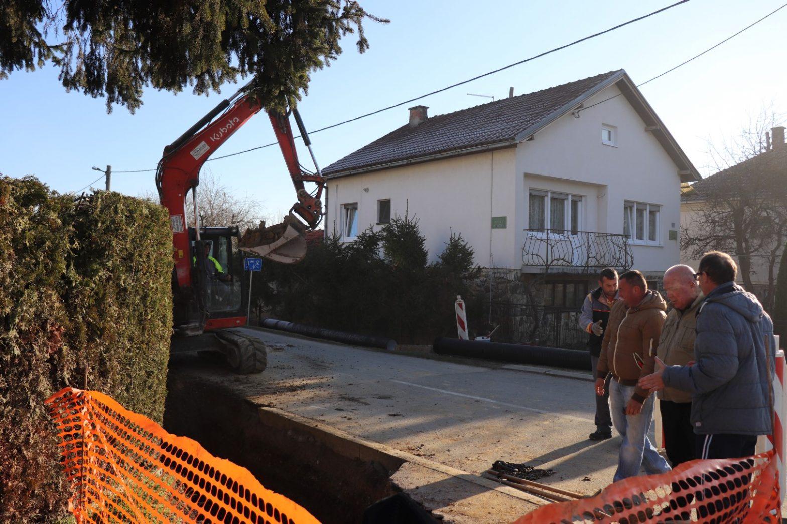 Niz infrastrukturnih gradilišta na području Dobrovca