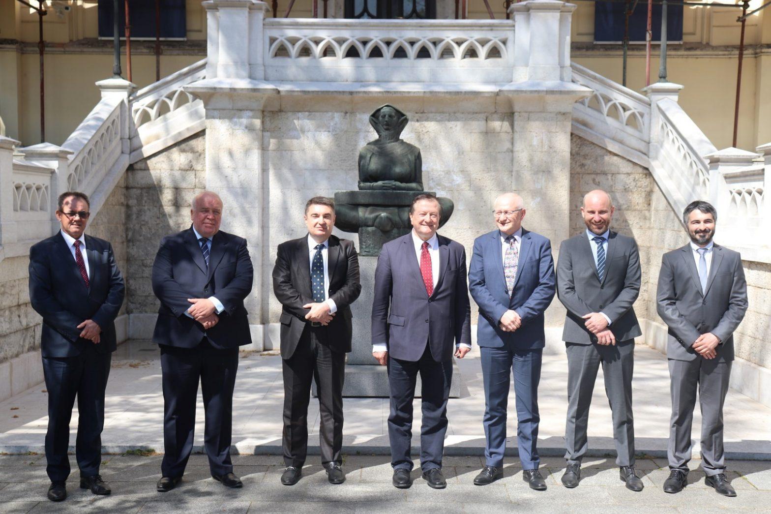 Gradonačelnik Kasana potpisao ugovor o suradnji sa zagrebačkim fakultetima